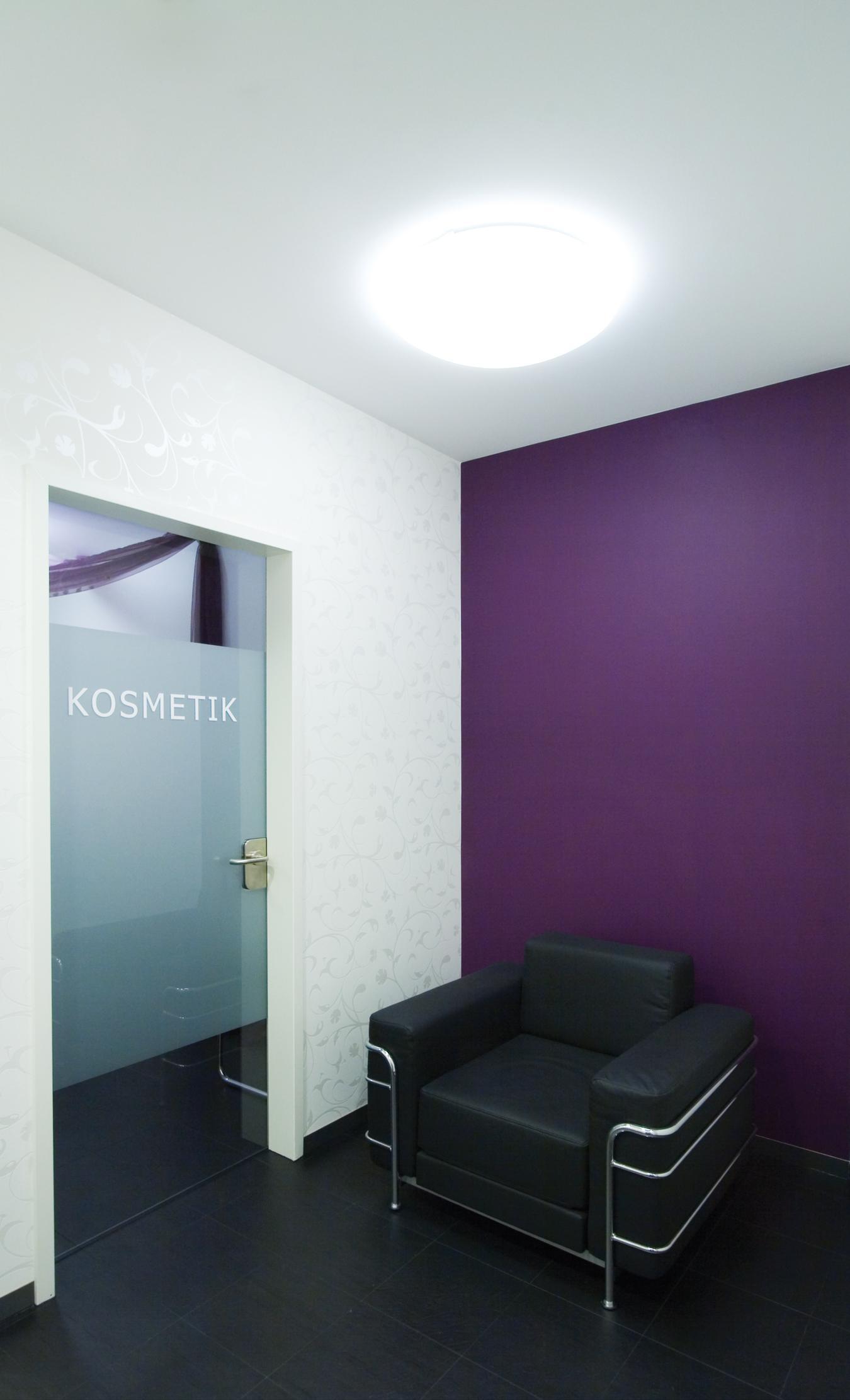 Wartebereich vor dem Kosmetikraum – © 2020 huebbers.com